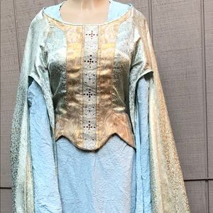 Lord of the rings dress. Damaged. Sold as is.